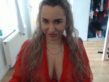 Live webcammen met XlarissaX, geile brunette babe